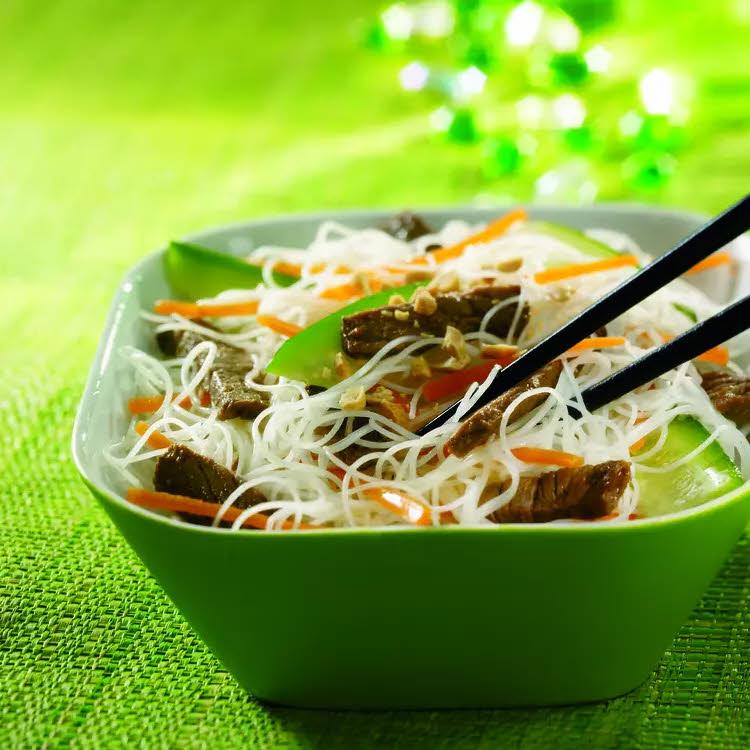 Spécial Chine : bobùn boeuf vermicelles, carottes, concombre, soja
