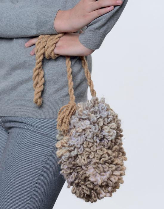 Mini-sac en tricot réalisée avec du fil Frisotti de Phildar