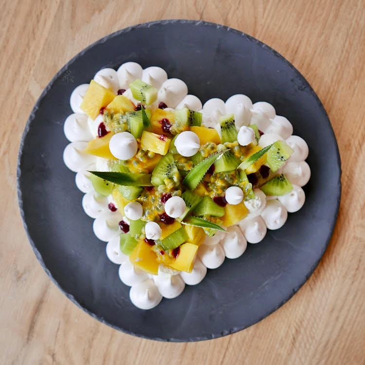 Pavlova aux fruits exotiques de Guy Martin pour la Saint-Valentin.