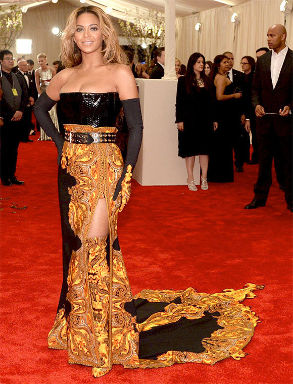 """Beyoncé au gala de charité à l'ouverture de l'exposition """"Punk : Chaos to Couture""""."""