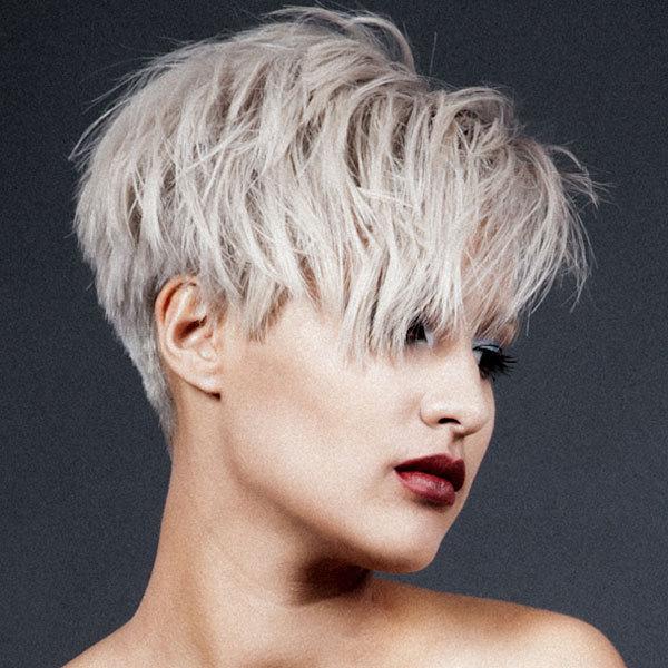 tendances coiffures pour cheveux courts toutes les cr ations des grands coiffeurs pour le. Black Bedroom Furniture Sets. Home Design Ideas