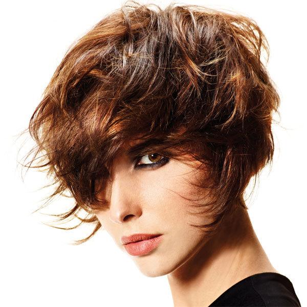 Coupe et coiffure printemps-été 2013 SHAMPOO pour cheveux mi-longs