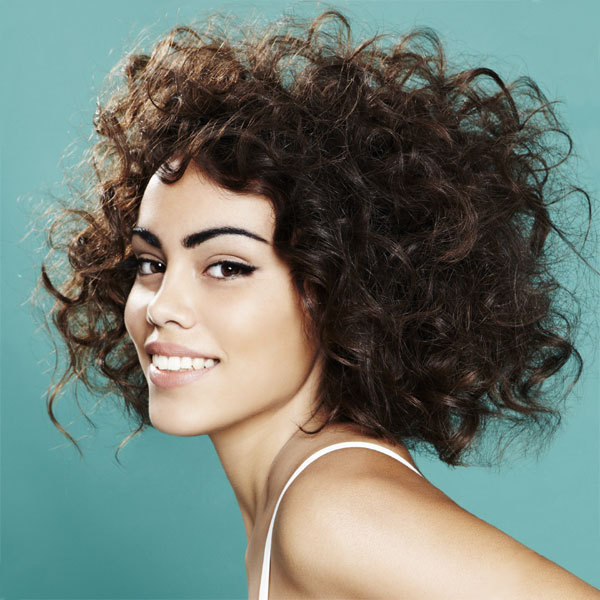 Coiffure HAIRCOIF - cheveux mi-longs - printemps-été 2012
