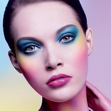 Maquillage avec la palette Artist Shadow de Make Up For Ever