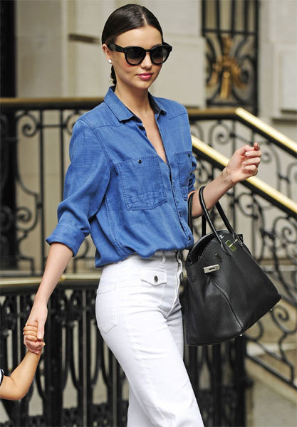 Miranda Keer porte une chemise en jean Remi Boyfriend de G-Star Women - Credit Photo : Splash Images