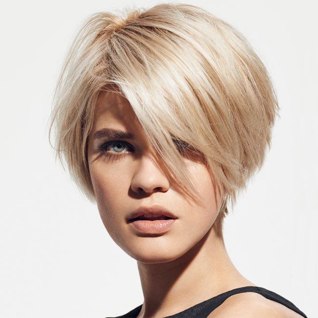 35 nouvelles coupes et coiffures cheveux courts de la for Coupe court sur les cotes cheveux raide