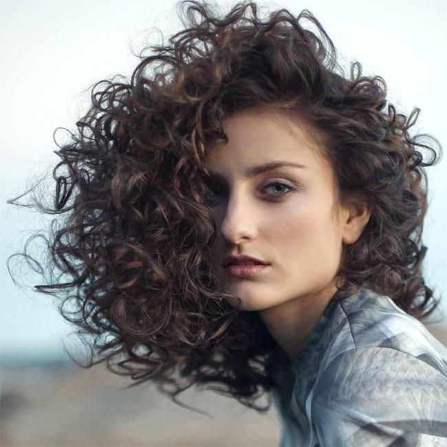 Coiffure cheveux longs - INTERCOIFFURE - tendances printemps-été 2015