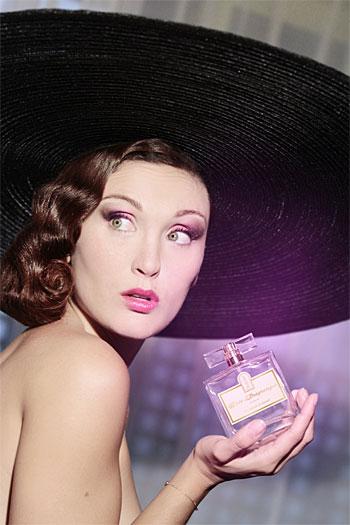 Laura-Rose Presgurvic, petite-fille de Rose Desgranges et égérie de la marque.
