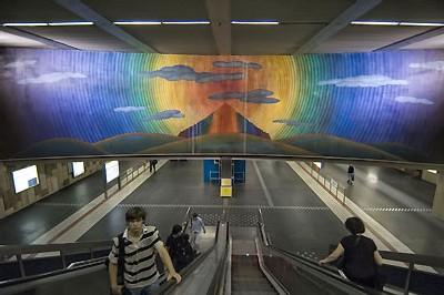 station de métro Montgomery à Bruxelles décorée par Folon