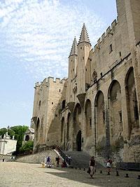 Palais des Papes à Avignon à l'arrière duquel se situe La Mirande