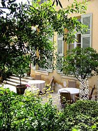 le patio de La Mirande à Avignon. (D.R.)