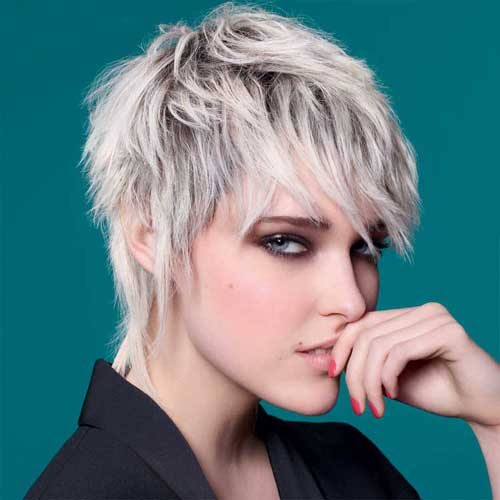 Coupe courte femme blonde hiver 2017