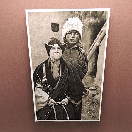 Alexandra David-Néel et le lama Aphur Yongden, son fils adoptif © ABCfeminin.com.