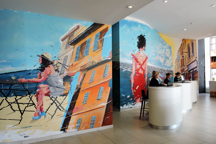 La fresque de Remy Uno dans le hall d'accueil du Golden Tulip © ABCfeminin.com.