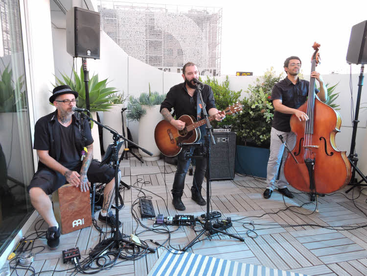 Le groupe Big Fish Cover Band invité en concert sur la terrasse du Golden Tulip Marseille. © ABCfeminin.com.