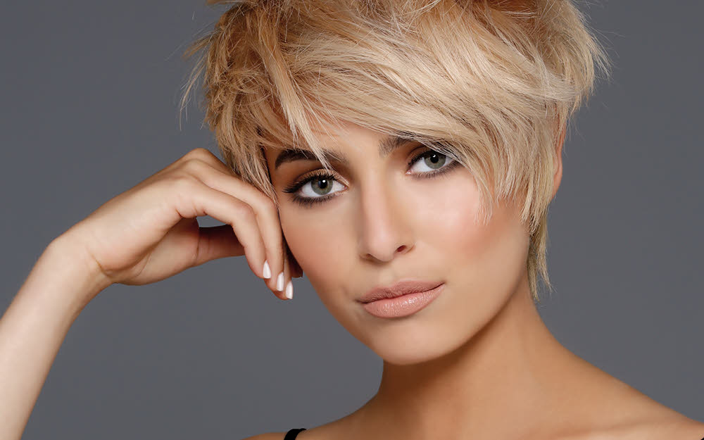 Coupe cheveux courts femme blonde