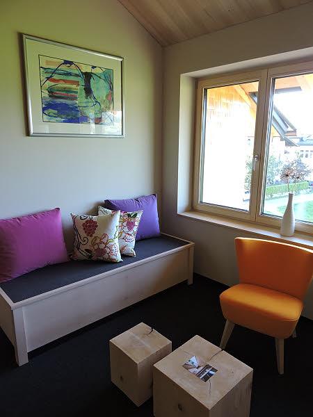 Design coloré dans un des studios de la résidence Schtûbat à  Andelsbuch. © ABCfeminin.com.
