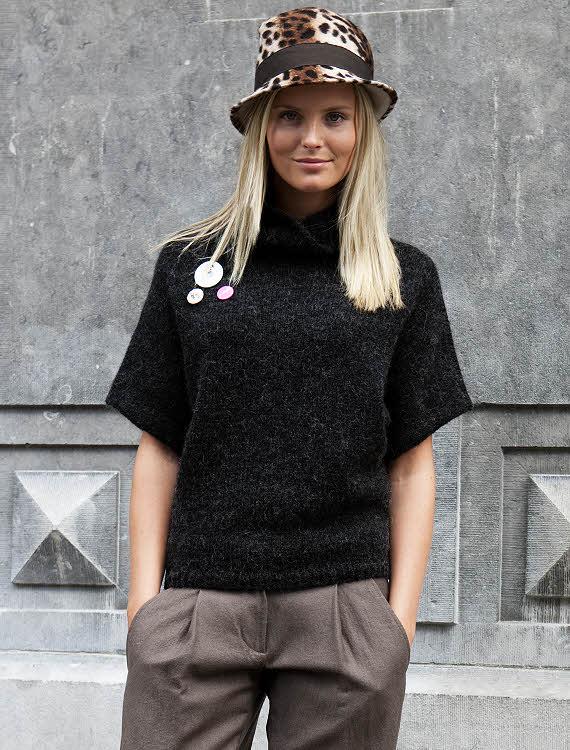 Tricot gratuit expliqué : Pull simplissime au point jersey à col montant à tricoter © Création Phildar.