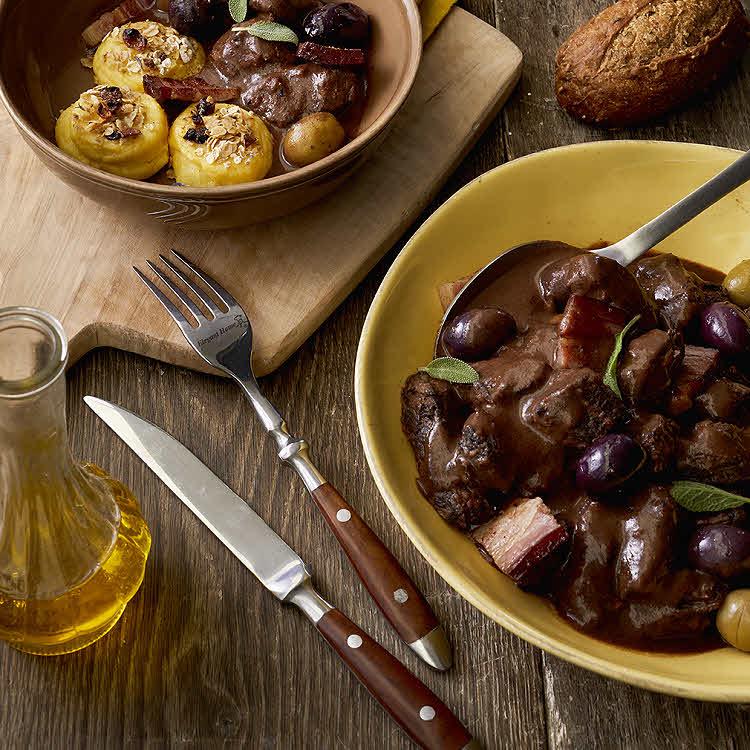 Recette du chef Éric Reithler : Sauté de bœuf aux olives et palets croustillants de pommes de terre.