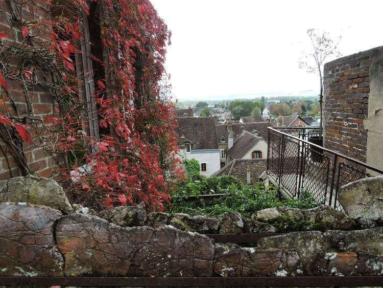 Vue sur la ville de Joigny depuis la terrasse de la Maison Cantoisel © ABCfeminin.com.