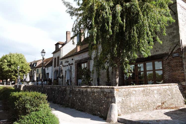 La Lucarne aux Chouettes, auberge et restaurant gastronomique à Villeneuve-sur-Yonne © ABCfeminin.com.