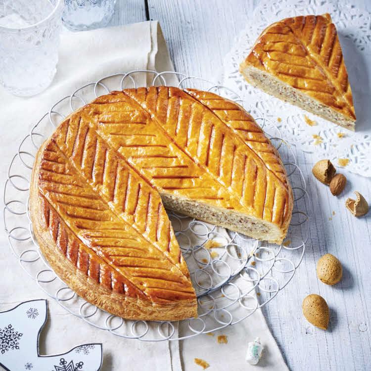 Galette des rois à la frangipane, amandes grises et crème pâtissière.