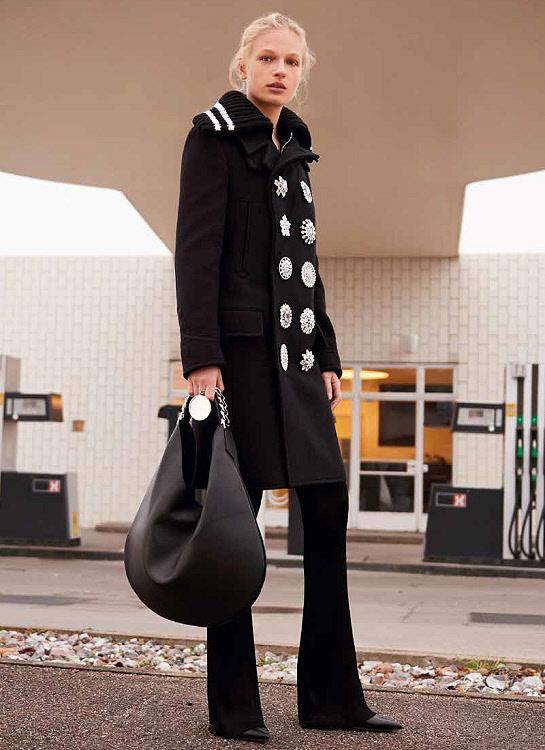 Idée mode : manteau griffé GIVENCHYà boutons précieux