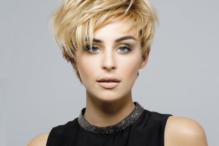 Coupe de cheveux courte visage long