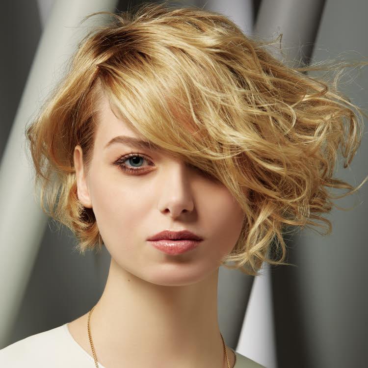 Coiffure cheveux mi-longs INTERCOIFFURE - Printemps-été 2018.
