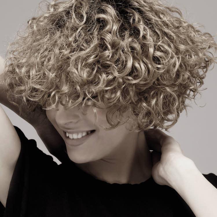 Coiffure cheveux mi-longs BIGUINE Paris - Été 2018