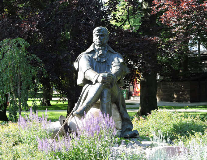 La statue du Dr Jean Georg Haffner, dans un square de Sopot © ABCfeminin.com.