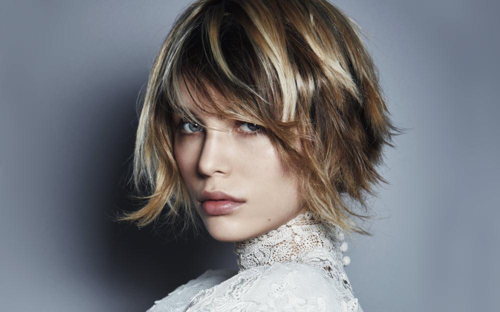 Coupe et coiffure cheveux mi,longs COIFFURE du MONDE , Automne,hiver 2018,