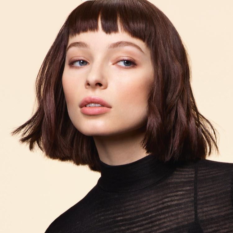 Coupe et coiffure cheveux mi-longs DESSANGE Paris - Automne-hiver 2018-2019.