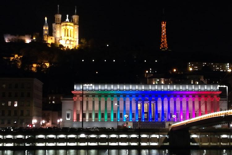 Lyon : mise en lumières du Palais de Justice © ABCfeminin.com