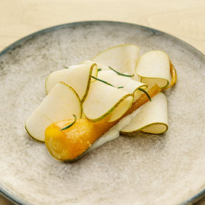 Recette du chef Florent Ladeyn : panais et poire à la crème et à la vergeoise © Sarah Aubel / Agent Mel.