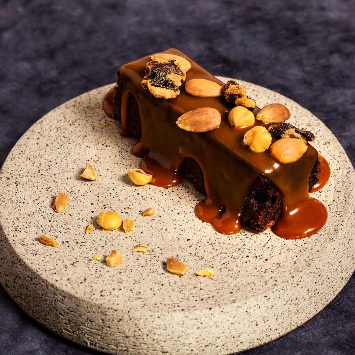 Recette du chef Simon Horwitz du restaurant Elmer : brownie au chocolat et caramel demi sel ©Simon Horwitz et Alban Couturier.