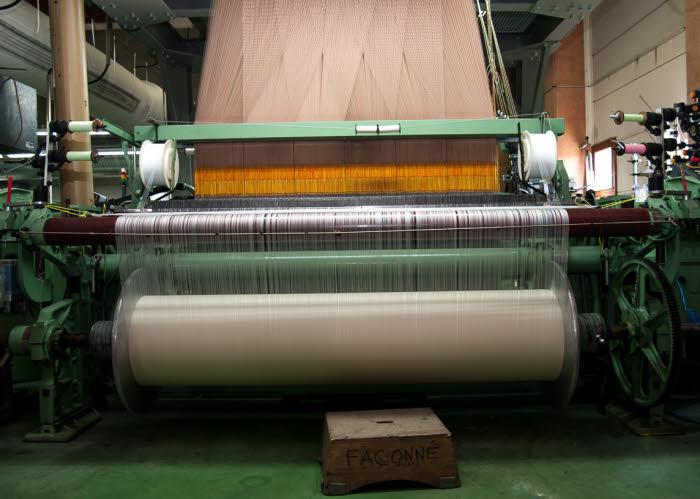 Tissage du fil de soie chez Philée d'Astre, soyeux made in France.