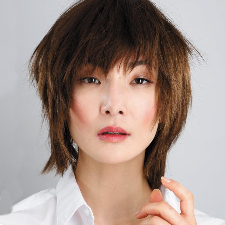 Coupe et coiffure cheveux mi-longs BIGUINE Paris - Printemps-été 2019.