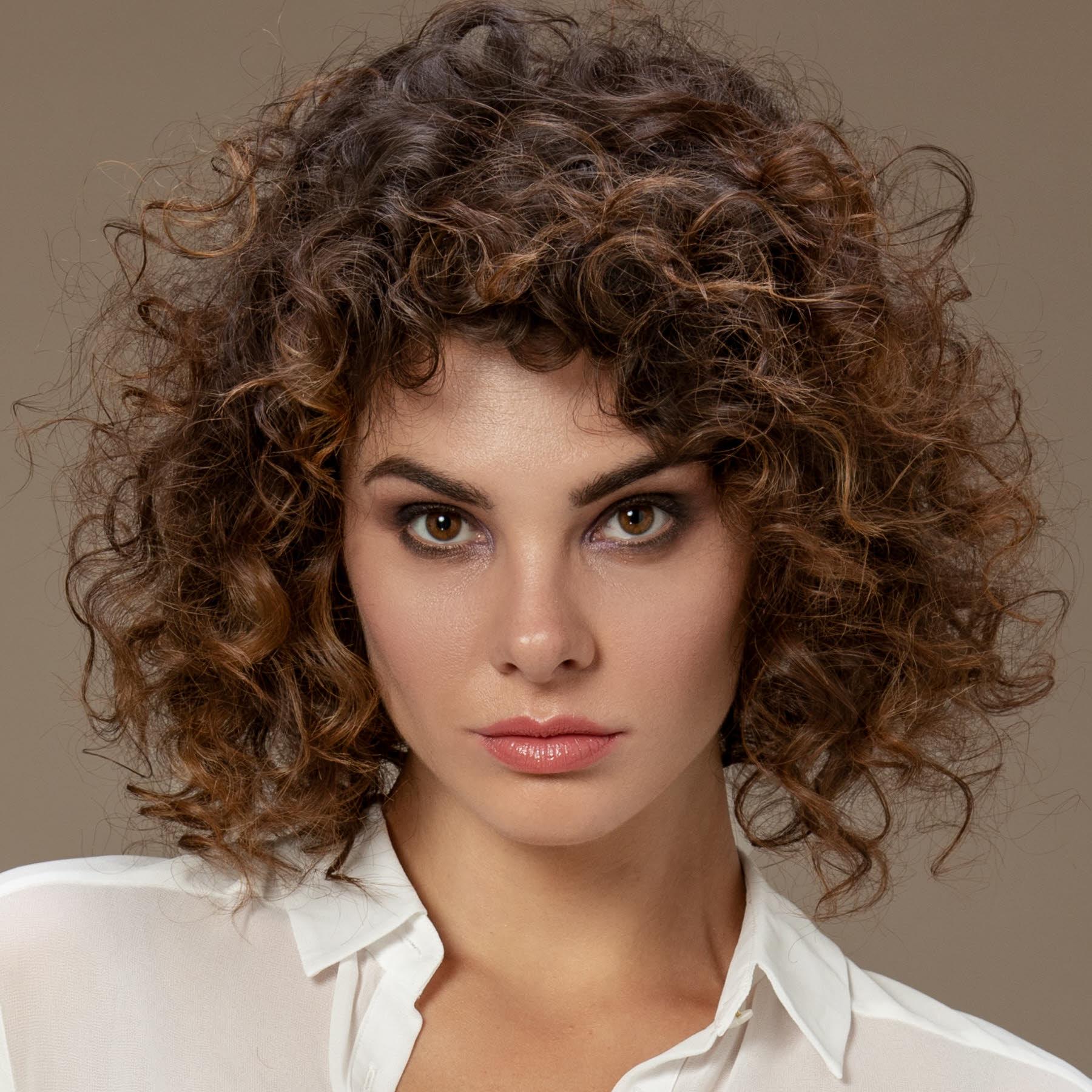 Coupe et coiffure cheveux mi-longs Beata BOURILLON - Printemps-été 2019.