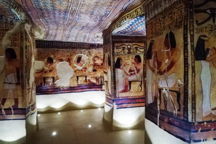 Reconstitution du tombeau de la reine Nefertiti au Musée de Tessé du Mans © ABCfeminin.com.