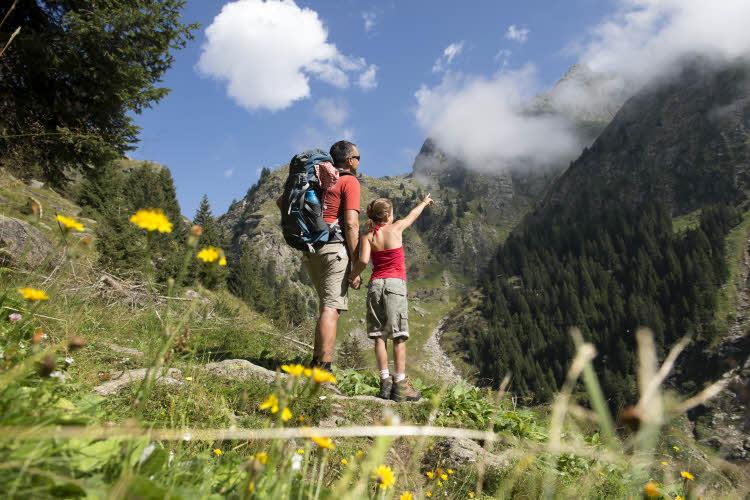 Randonnée sur les sentiers alpins autour de Parcines.