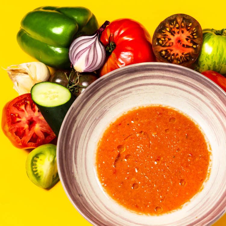 Recette du chef Simon Horwitz : gaspacho de tomates, concombre, poivrons et vinaigre de Xérès vieux