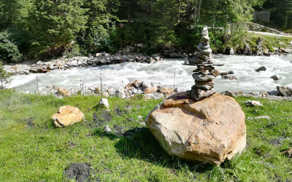 Cairn (montjoie) près du torrent des Eaux Sauvages © ABCfeminin.com.