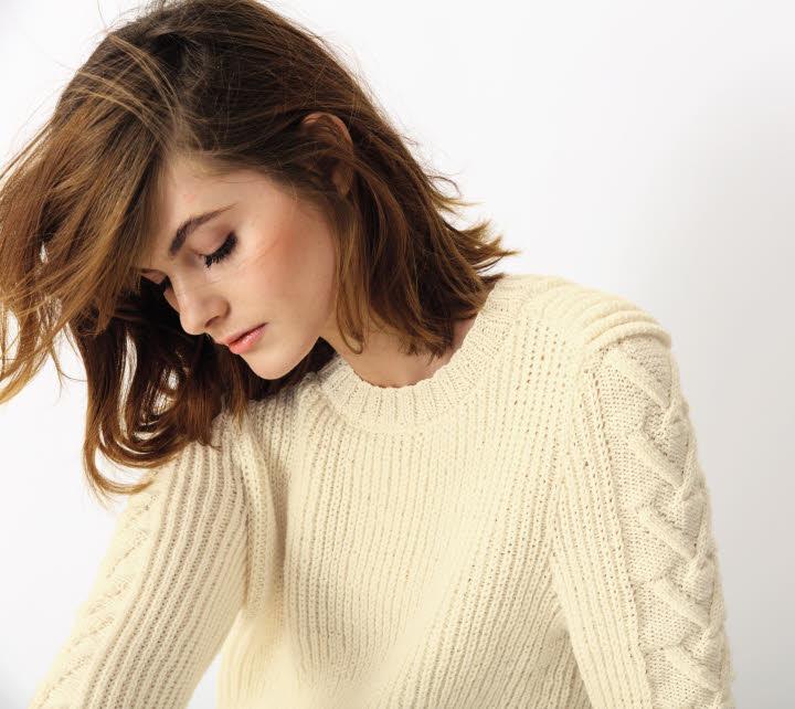 Modèle expliqué gratuit : pull ras du cou à tricoter en côtes perlées © Phildar.
