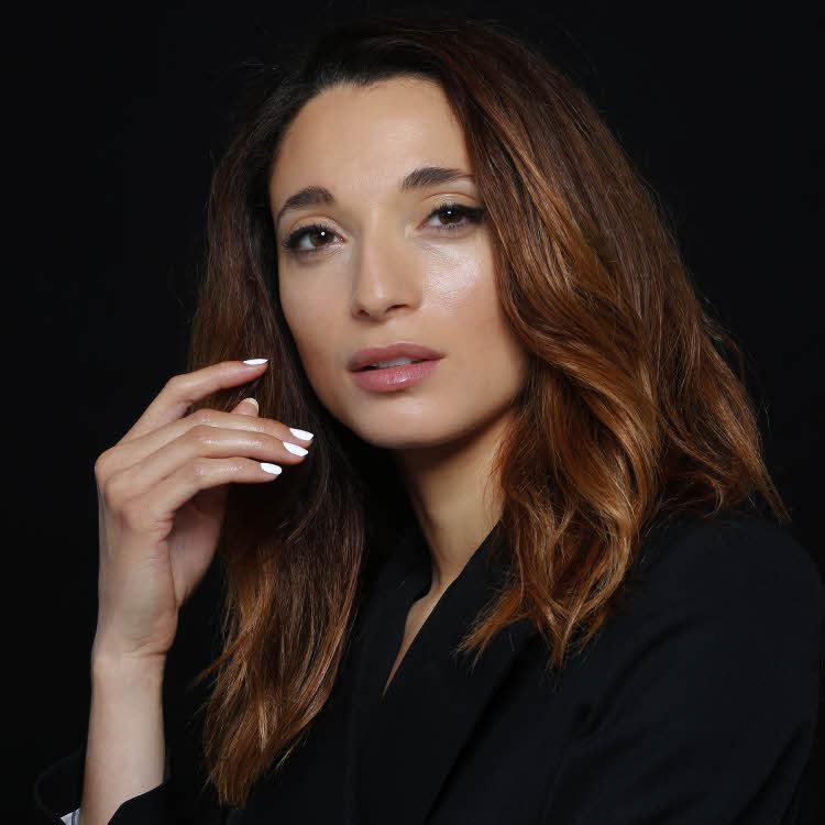 Coupe et coiffure cheveux longs BIGUINE Paris - Automne-hiver 2019-2020.