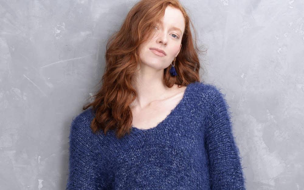 Modèle expliqué gratuit : pull col V maille XL à tricoter en jersey © Plassard.