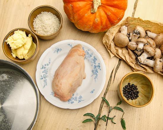 Ingredients recette Florent Ladeyn : filet de poulet saumuré accompagné de potimarron poêlé.