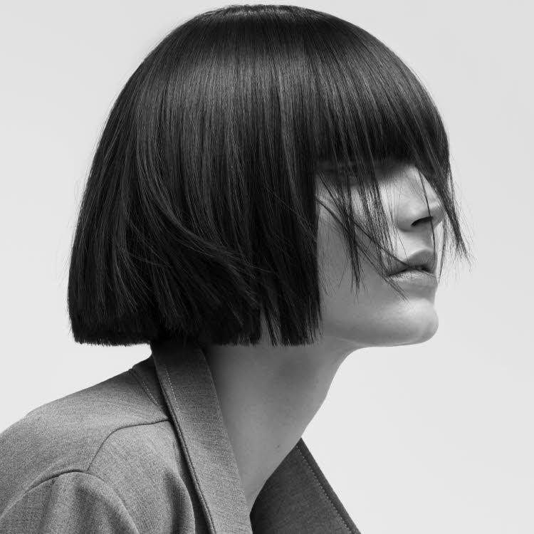 Coupe et coiffure pour cheveux mi-longs DESSANGE Paris - Printemps-été 2020.