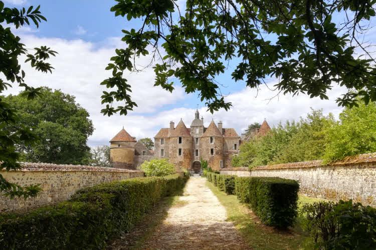 Le château de Ratilly en Bourgogne-Franche-Comté © ABCfeminin.com.