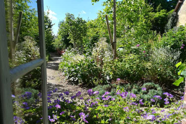 Le jardin fleuri de la Maison de Colette © ABCfeminin.com.